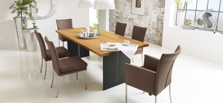 30 modern dining rooms for Leather dining room sets