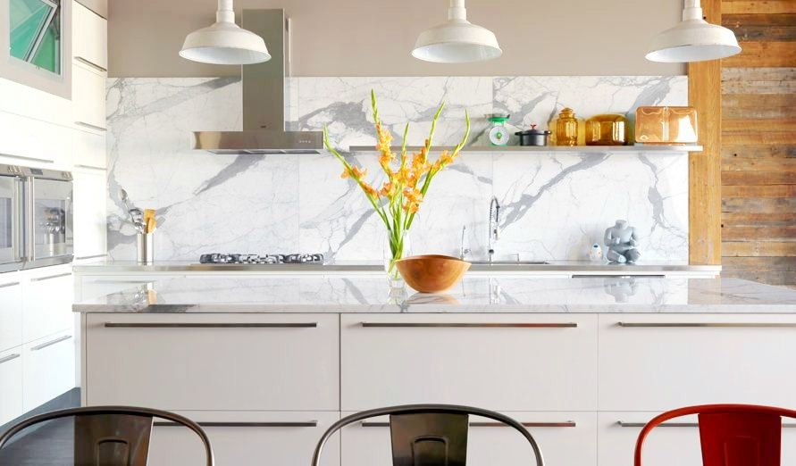 Marble white and grey backsplash interior design ideas for Contemporary kitchen tiles ideas