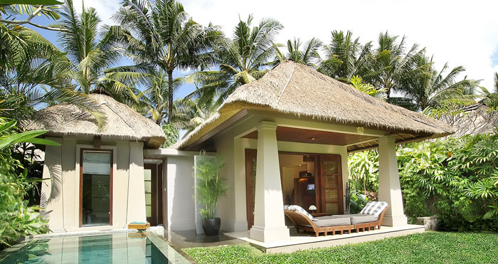 The deluxe villas have small private pools and landscaped yards.
