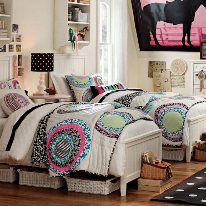 Twin girls bedroom pictures easy home decorating ideas for Small bedroom double bed ideas