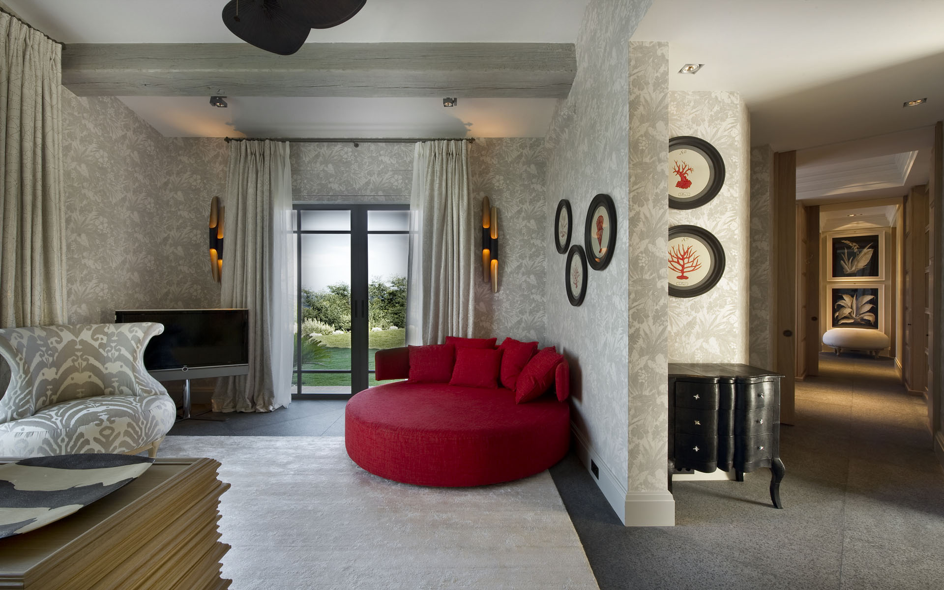 Red accented hall interior design ideas for Villa de luxe moderne interieur chambre