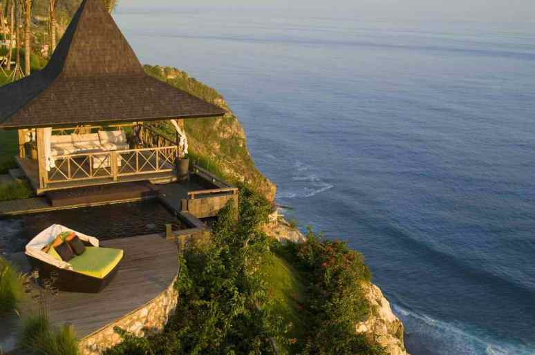 Balinese Cliffside Accommodation With Ocean Views - 31 picturesque romantic places to draw inspiration from