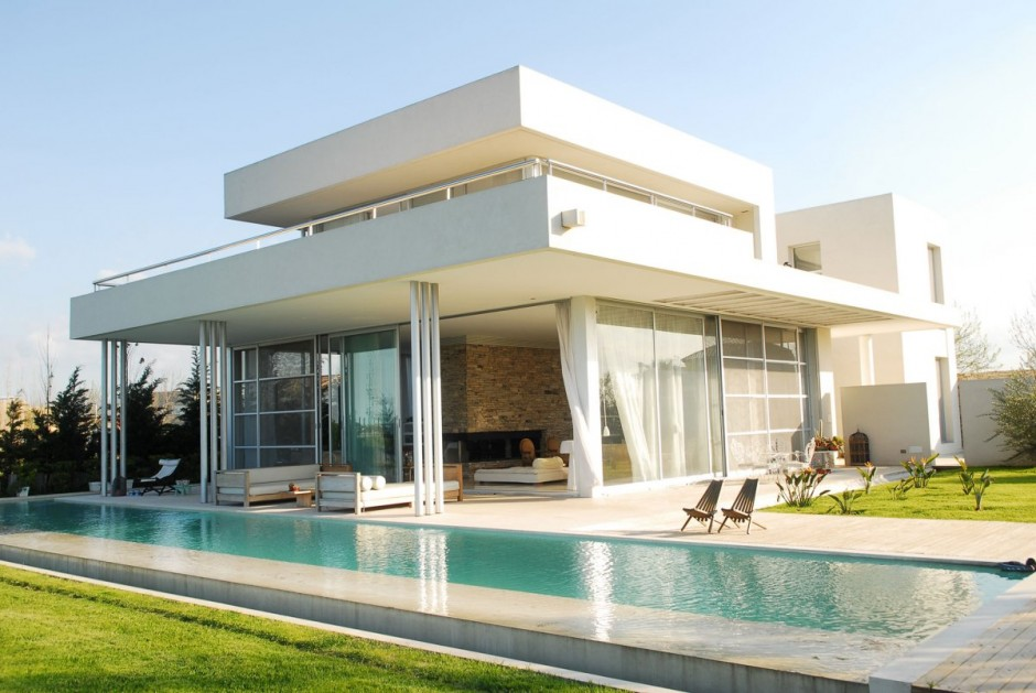 Exterior modern white agua house with pool interior for Pool exterior design
