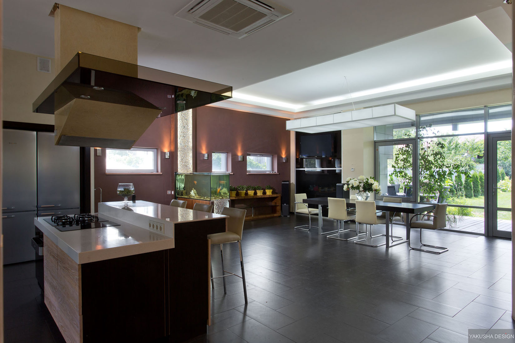 Modern gas kitchen dining with fish tank and high shine for Big houses inside