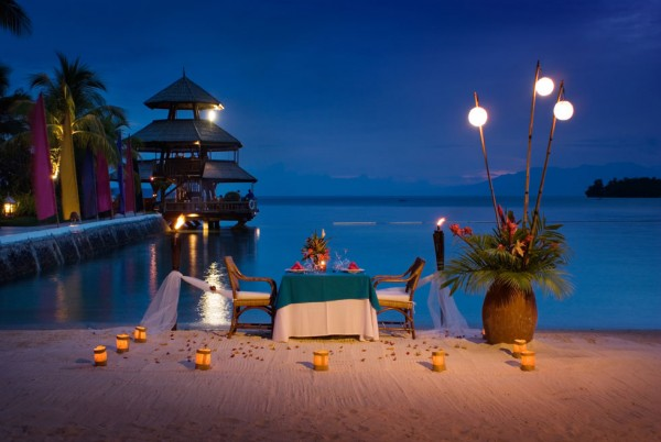 Pearl Farm Hotel- moonlit beach dinner