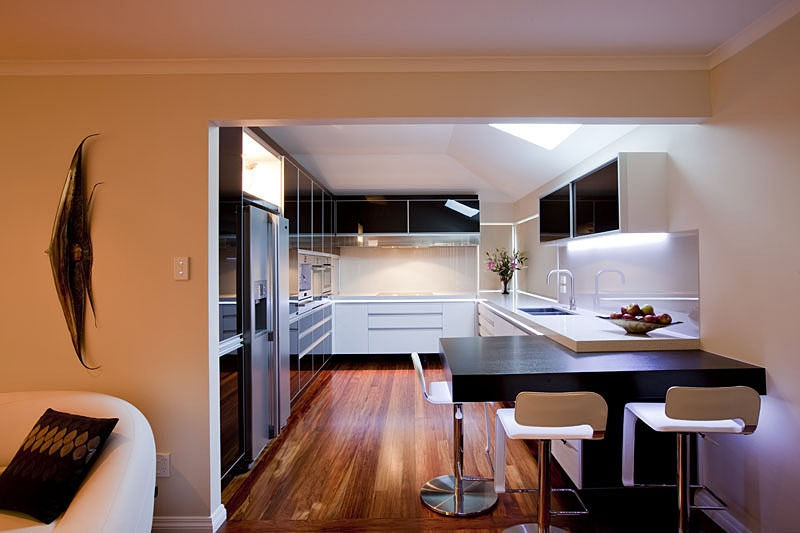 17 light filled modern kitchens by mal corboy for Windowless kitchen ideas