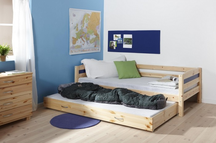 boys basic trundle bed room design blue