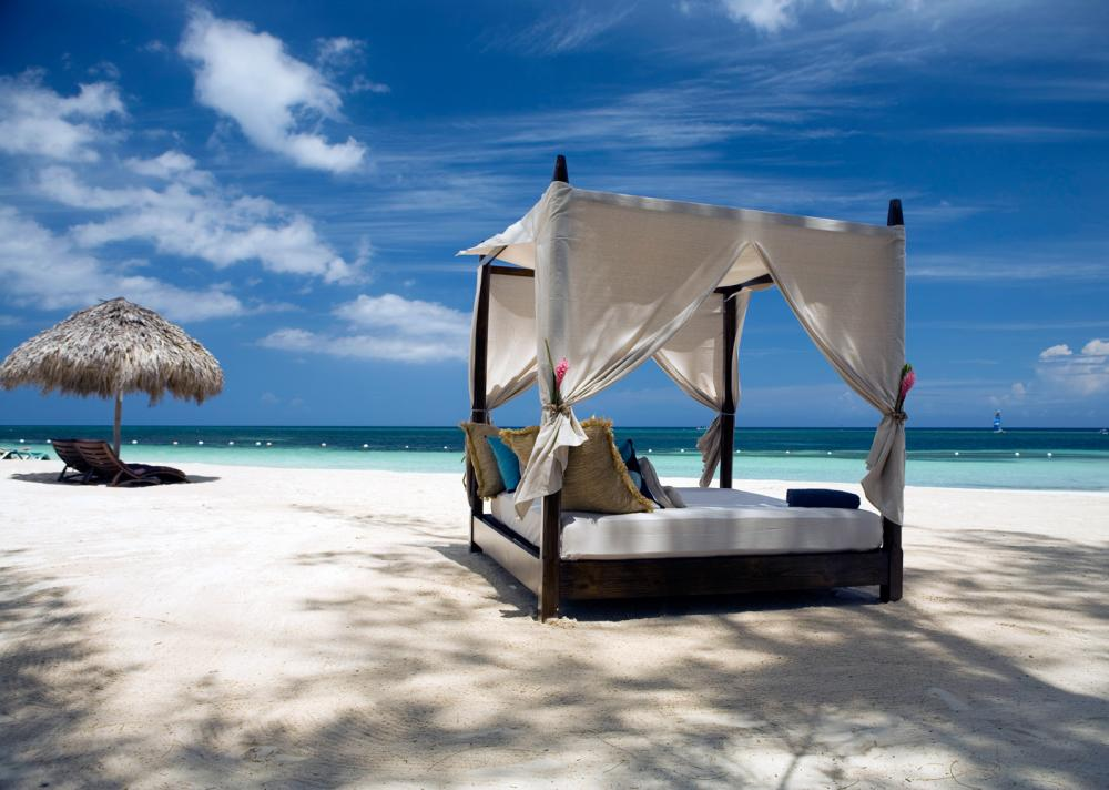 Four Poster Beach Bed Relaxation Interior Design Ideas