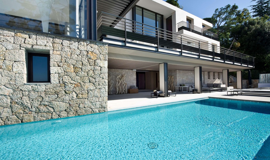 Magnificent villa on france 39 s bay of villefranche - Masion design in france ...