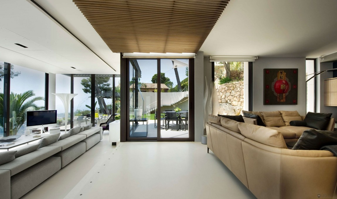 Magnificent villa on france 39 s bay of villefranche for Villa interior design living room