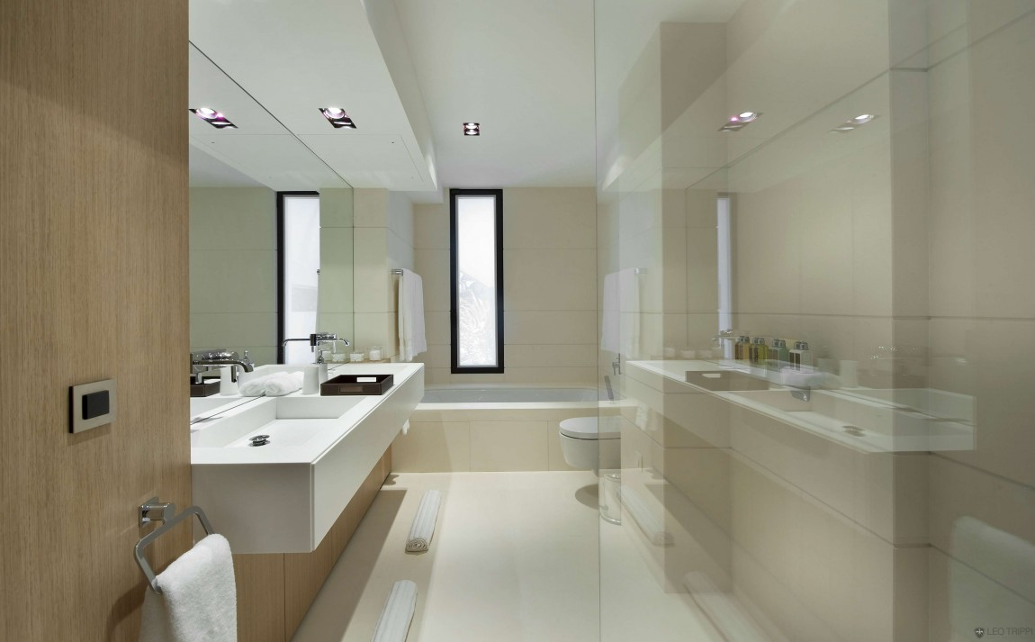 Magnificent villa on france 39 s bay of villefranche for Parisian bathroom ideas