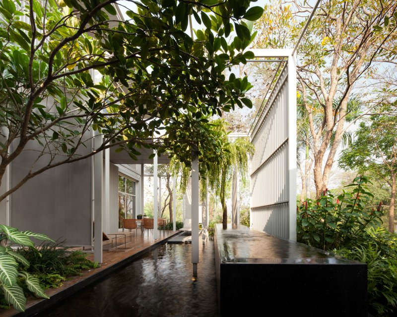 Bangkok house with a unique take on privacy Outside house