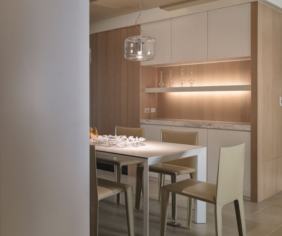 Neutral Contemporary Dining Room - Neutral contemporary apartment by w c h design studio