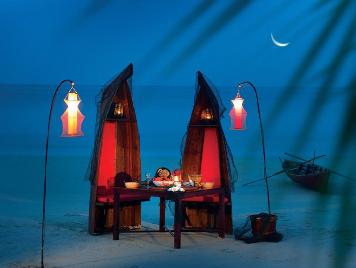 Romantic Fishmonger Themed Beach Dinner - 31 picturesque romantic places to draw inspiration from