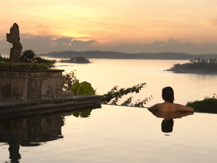 Romantic Infinity Pool With Island Views - 31 picturesque romantic places to draw inspiration from