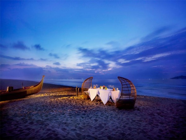 traditional canoe gondola inspired dinner on the beach