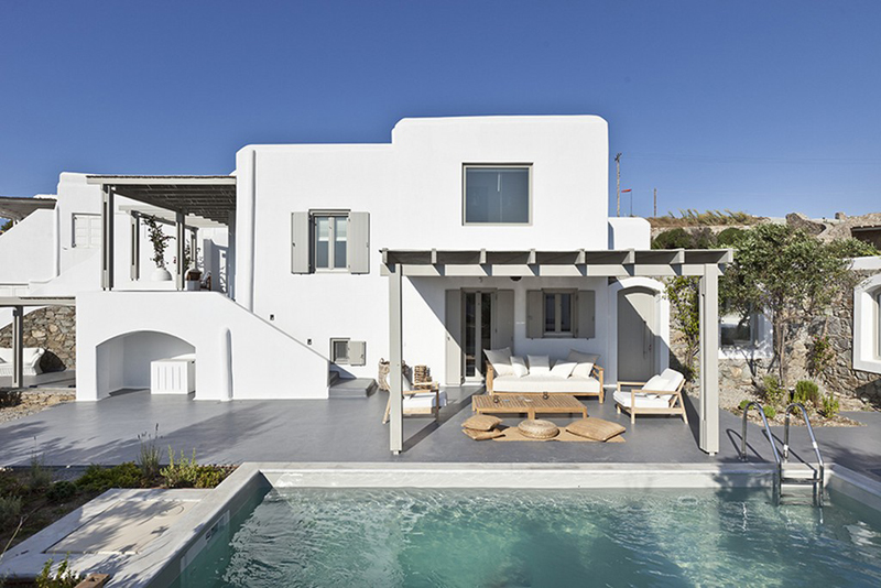 Four breathtaking greek villas for Style de villa moderne