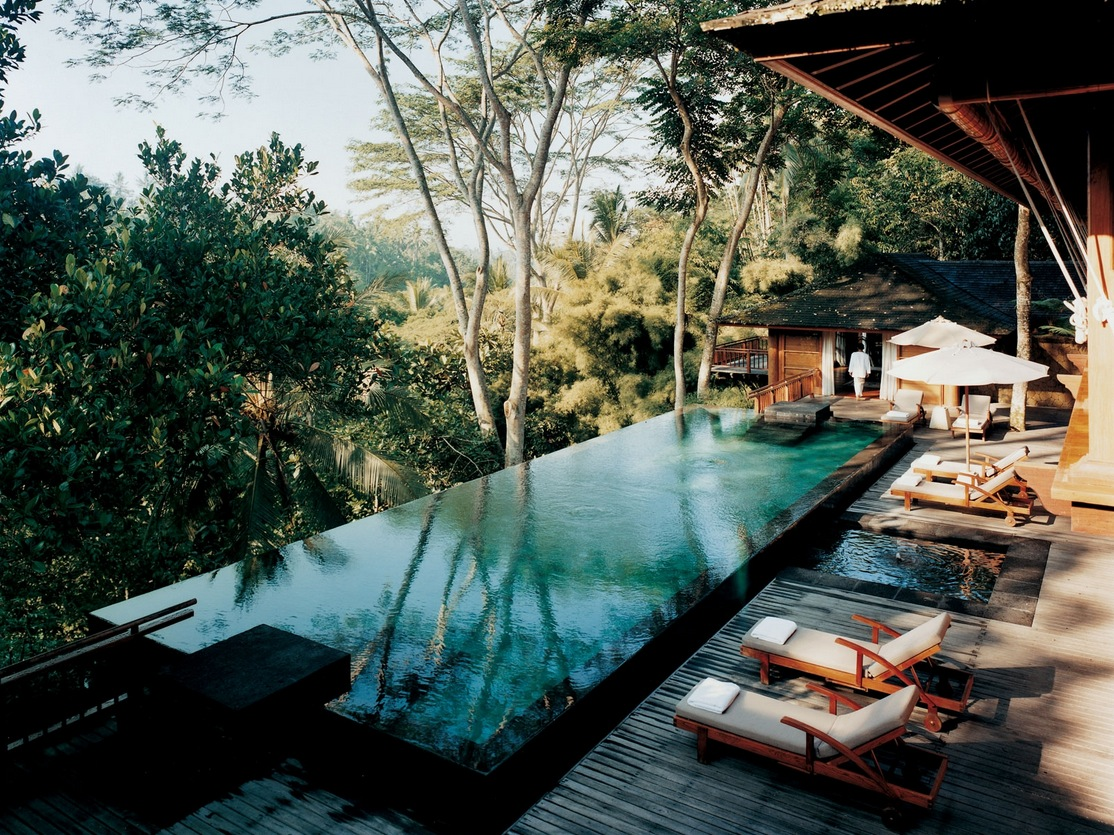 Como shambhala estate bali deckchairs and infinity pool for Pool design bali