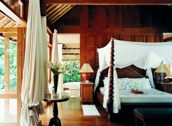 Como Shambhala Estate Bali- four poster bedroom in wood with views
