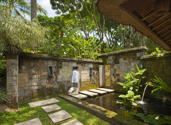 Como Shambhala Estate Bali- water feature garden pond stone wall