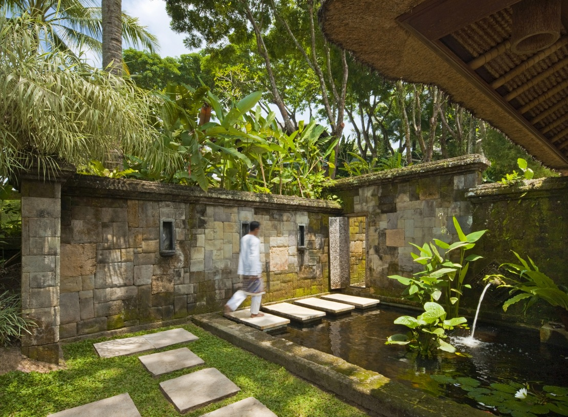 Como Shambhala Estate Bali- water feature garden pond stone wall ...