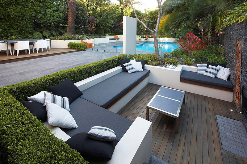 Outdoor living with sunken lounge views to pool and Decoration exterieure jardin contemporain