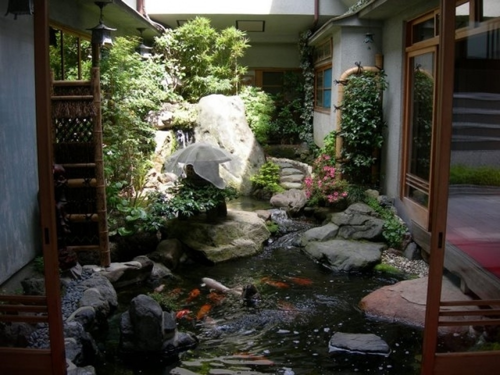 Homes with indoor ponds for Japanese garden with koi pond