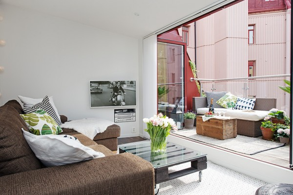 c Urban Apartment with Terrrace- white and chocolate entertainment living terrace