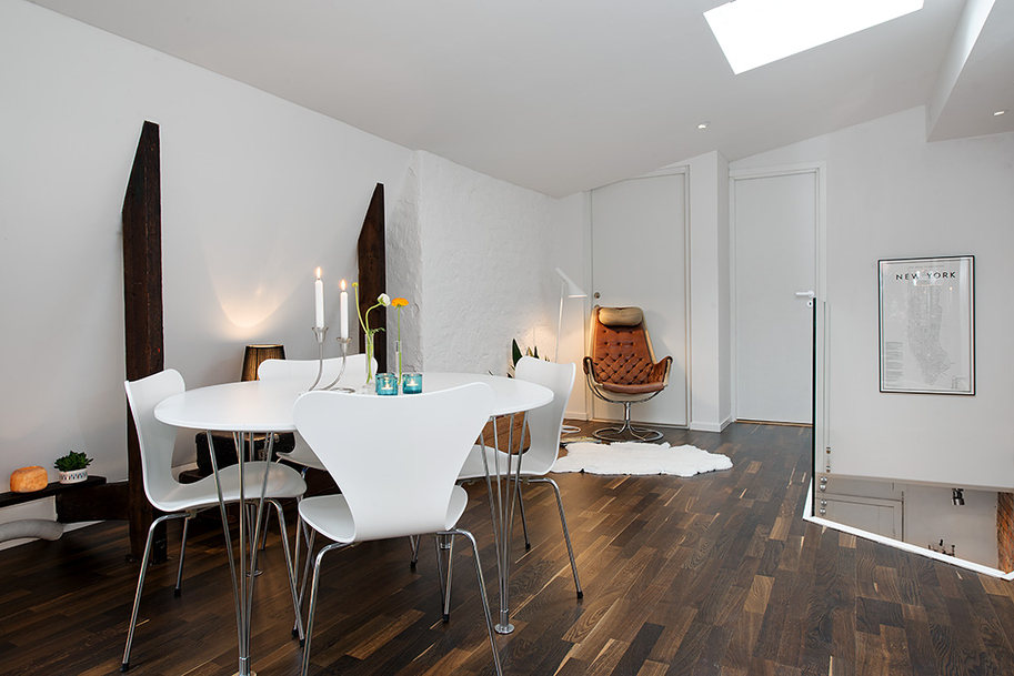 Apartments With Hardwood Floors a marina del rey townhouse rental boasts three bedrooms and two baths rentals in marina F Urban Apartment With Terrrace White Casual Dining On Dark Stylish Hardwood Floor