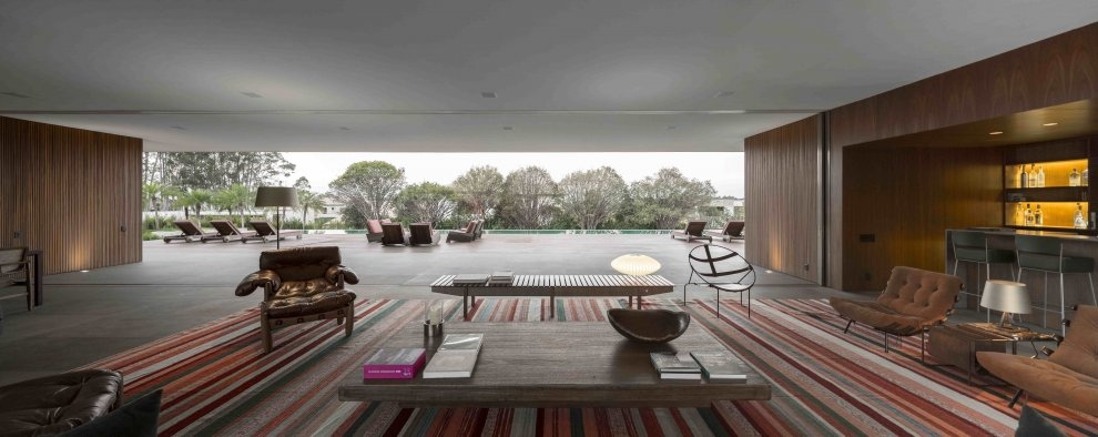 Marcio kogan s casa lee concrete house open plan indoor Indoor outdoor interior design