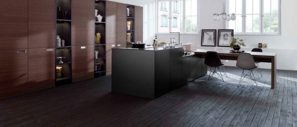 Finally, this dramatic burgundy and black combination offers an alternative to a palette that is more commonly associated with kitchens. However, such a combination relies heavily on the greater space to provide the necessary natural light, which is why it is best suited to the setting pictured here.
