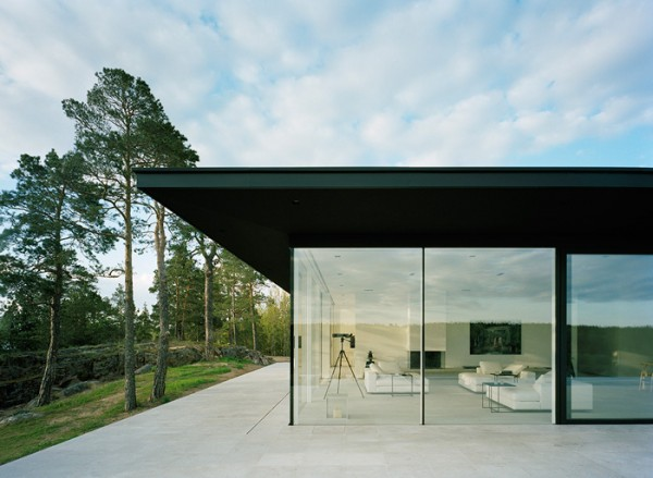 With no distinction between indoors and out, the house's glass walls welcome nature in allowing light to flow through its rooms.