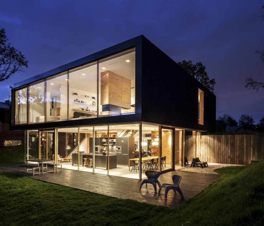 Villa v by paul de ruiter architects for Luxury modern home exterior