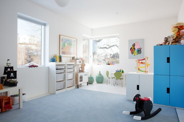 Who says modern has to be unfriendly? This modern kid's room is fun, friendly and welcoming. Lots of play-inspired elements can be found throughout.
