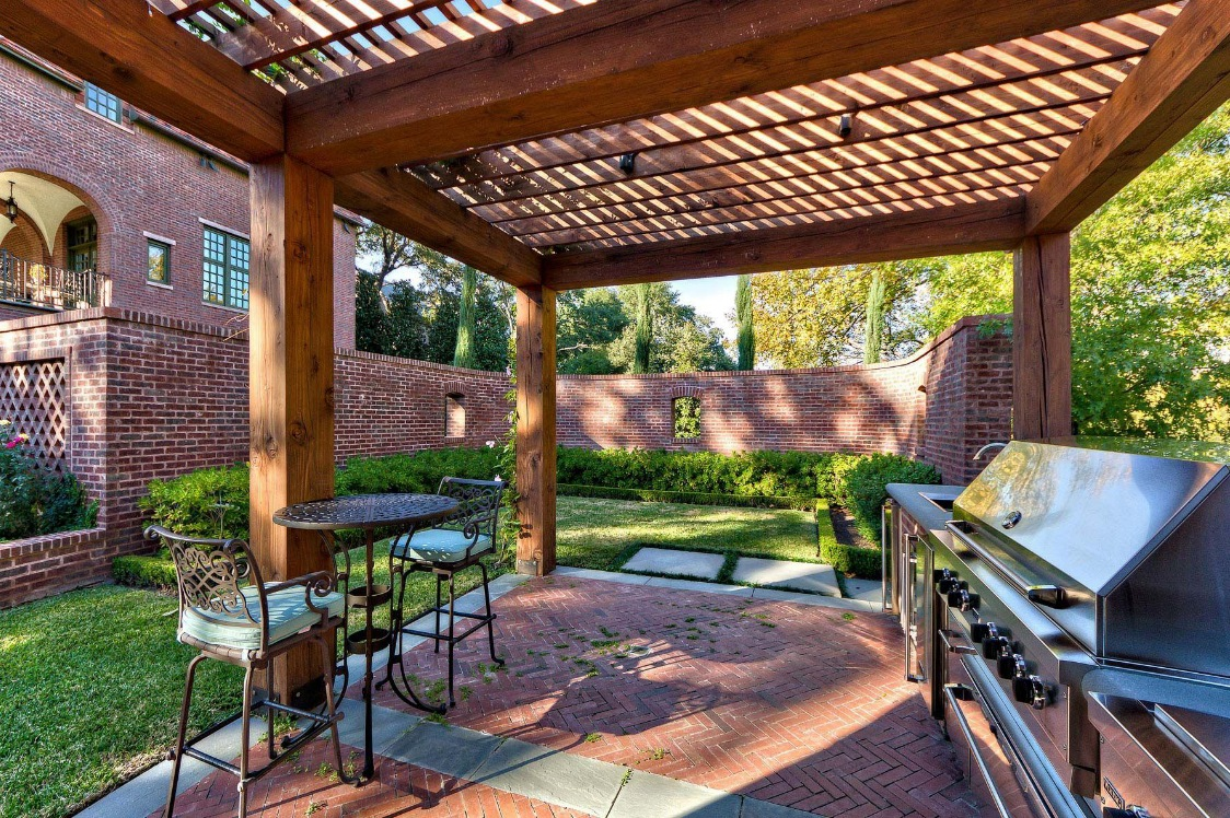 Outdoor living spaces by harold leidner for Small patio shade ideas