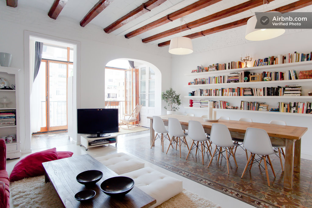 Chic Apartment in Barcelona's L'Eixample District