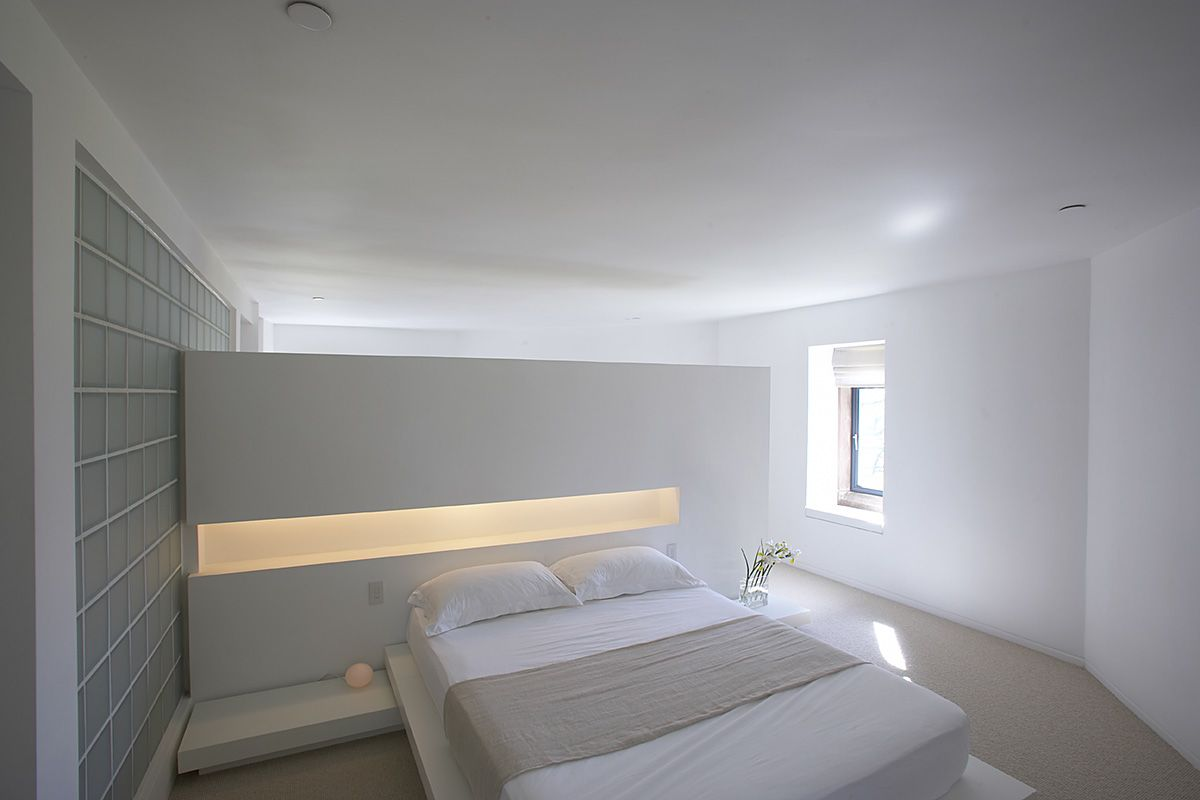 Minimalist tower home master bedroom 1 interior design Modern minimalist master bedroom