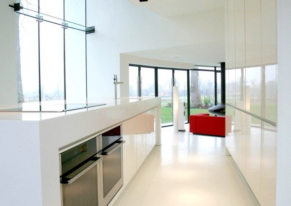 The tower's ultra-sleek modern kitchen in white provides plenty of space for the home chef with ample workspace and storage.