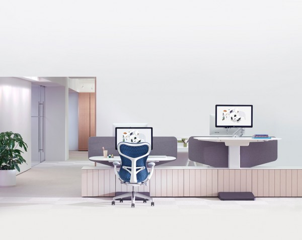 This double work station is part of the 'Locale' collection from Herman Miller. The side by side desks offer quick collaboration between team members while insuring each has the option to work standing or sitting.