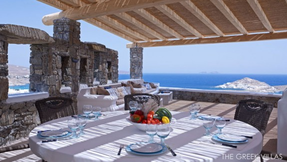 Douglas Villa: A Classic Greek Retreat