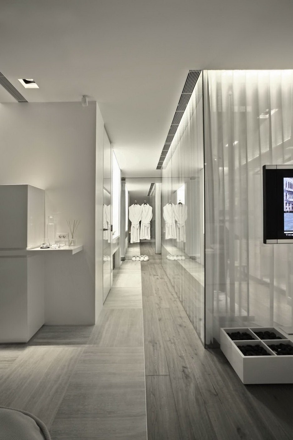 Bathroom And Dressing Cubicle - Bold cosmopolitan house in istanbul