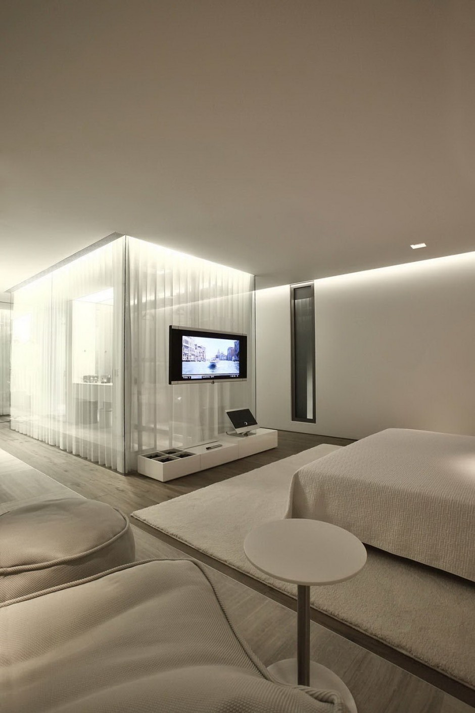 Bedroom Dressing Cubicle - Bold cosmopolitan house in istanbul