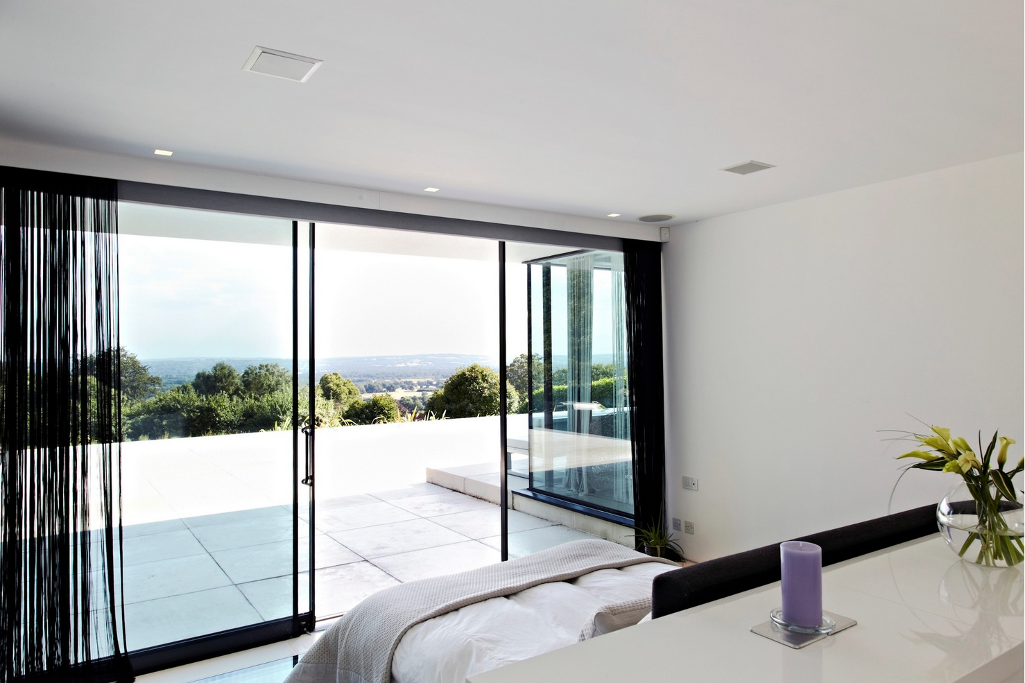 Contemporary Home Open to Panoramic Views