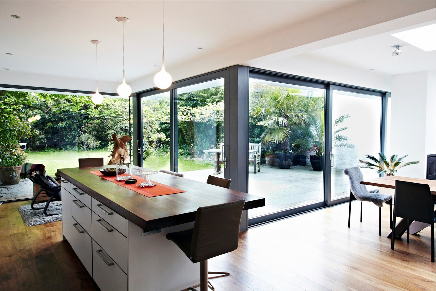House with floor to ceiling glass and beautiful nature views for Home interior design ideas uk