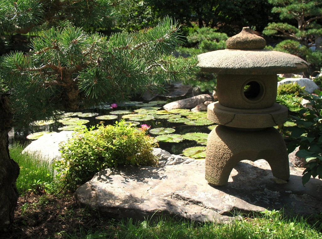 Japanese zen gardens for Japanese house garden