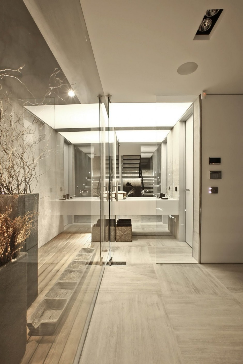 Mirror And Glass Bathroom - Bold cosmopolitan house in istanbul
