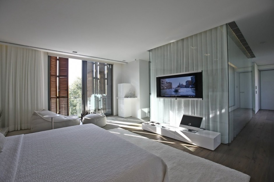 Natural Bedroom Lighting - Bold cosmopolitan house in istanbul