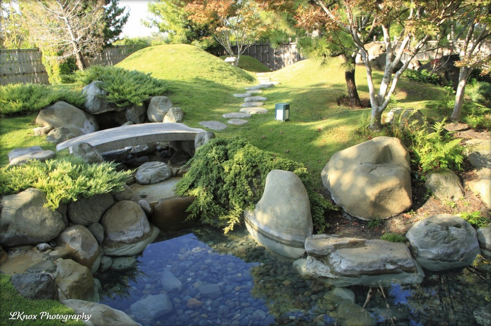 Japanese zen gardens for Garden pond stones
