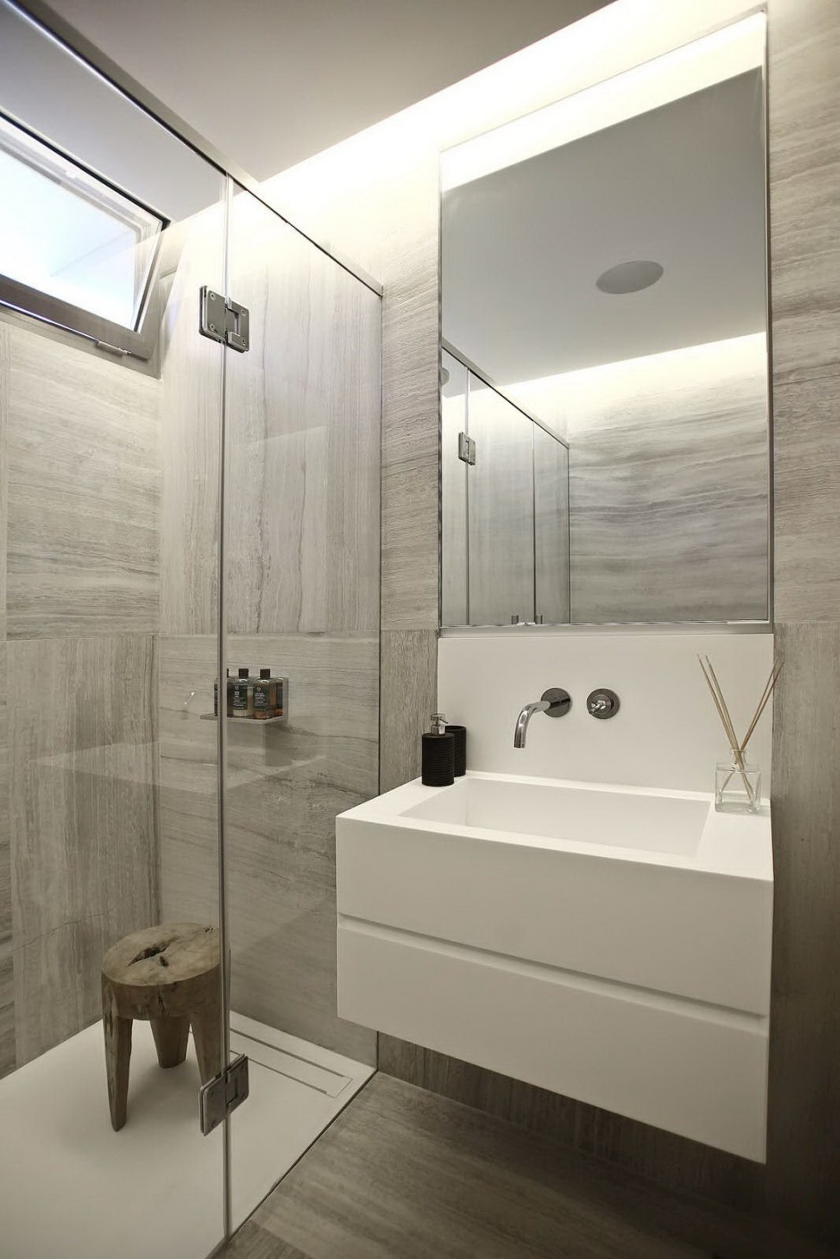 Stone Bathroom - Bold cosmopolitan house in istanbul
