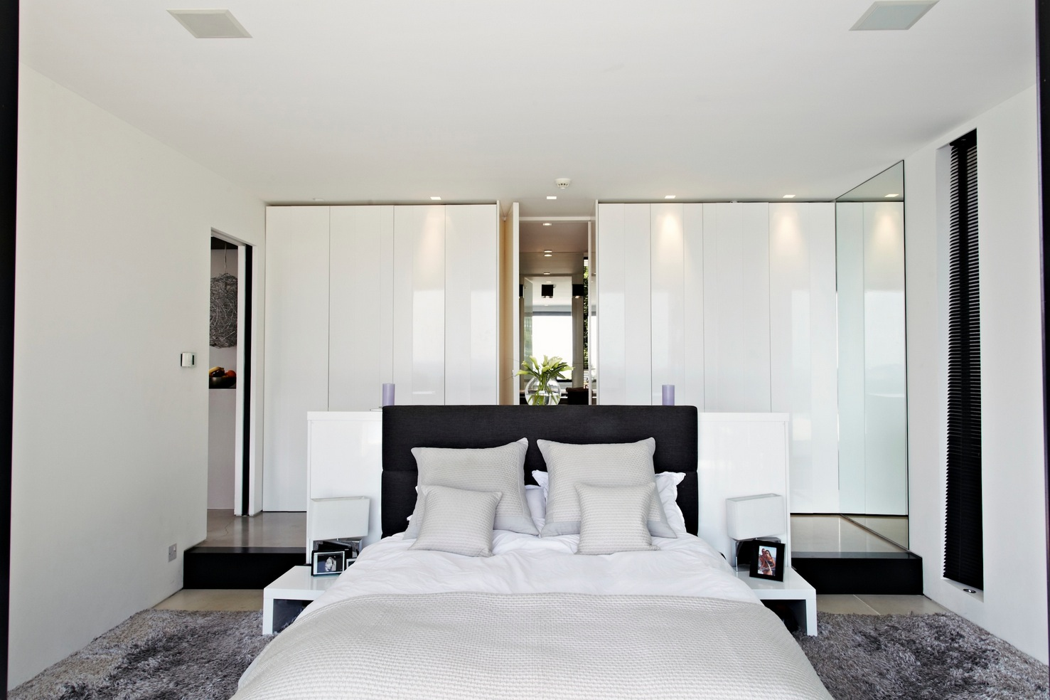 White bedroom design interior design ideas for Best bed design images